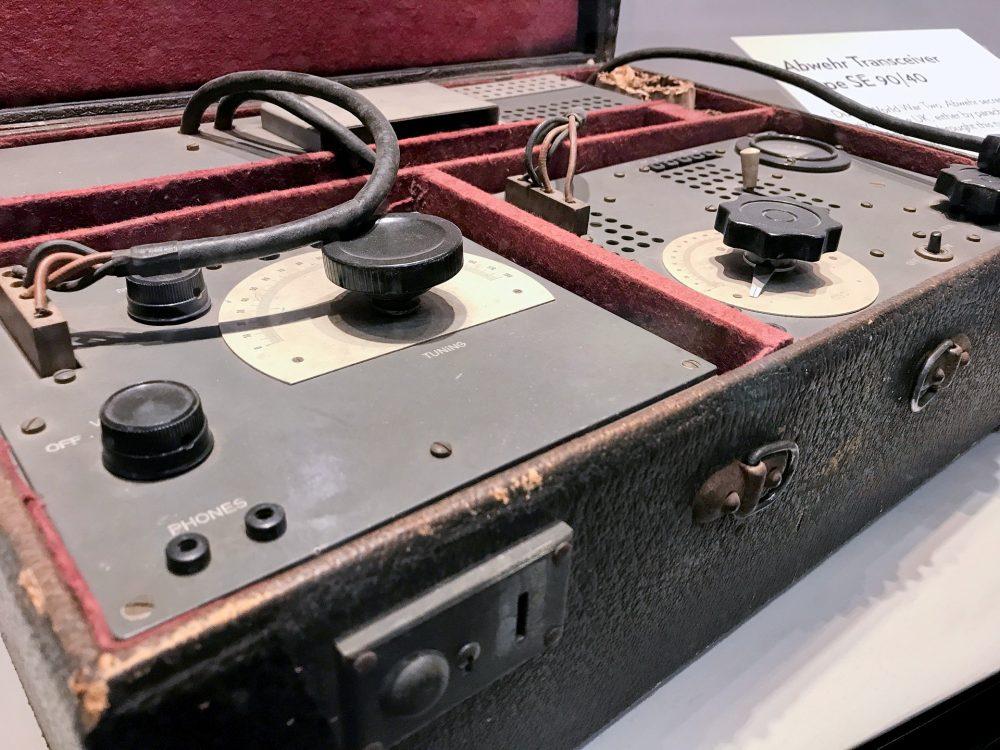 German Agent suitcase transmitter
