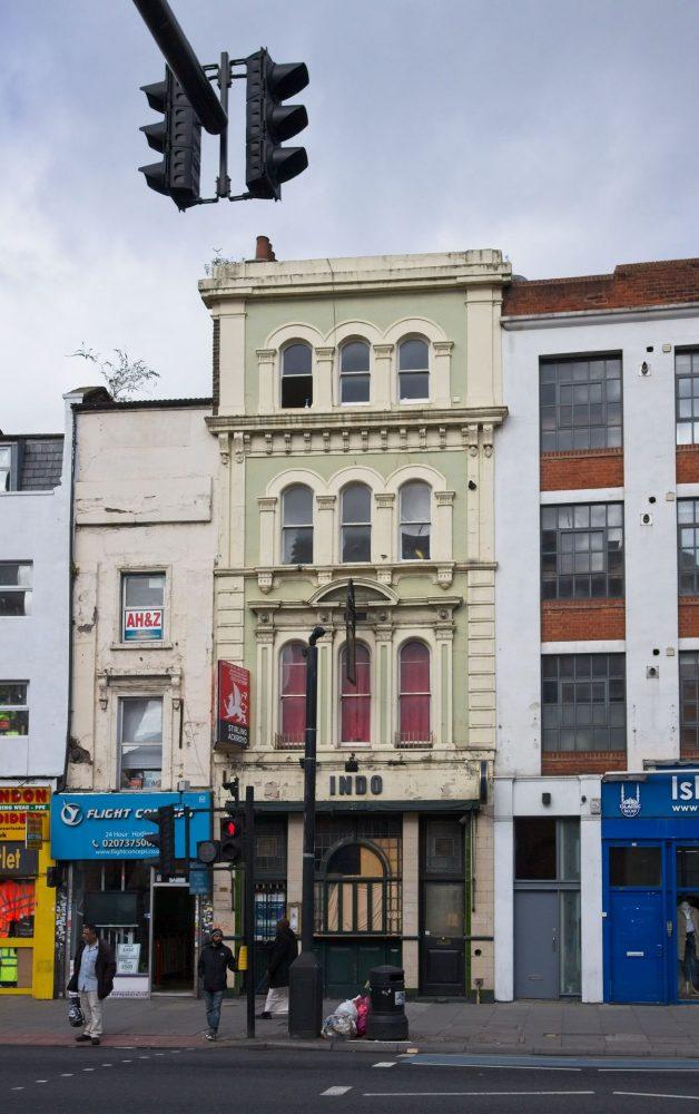 Blue Anchor 1770 - 2000 Whitechapel Road