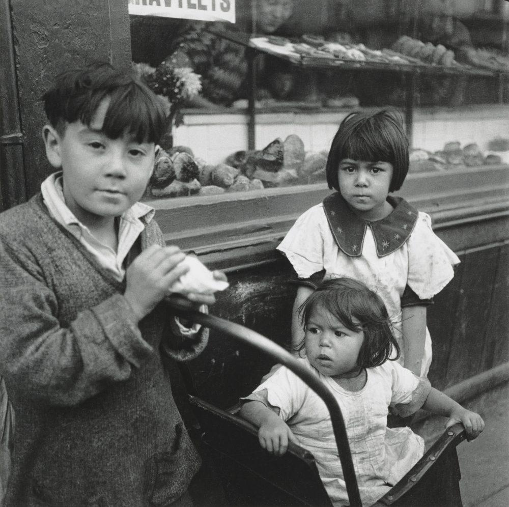 Children in Whitechapel by Edith Tudor-Hart 1930s
