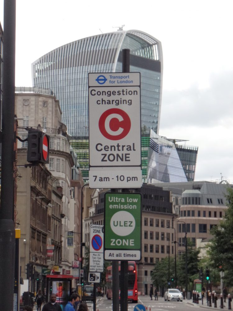Congestion Charge & ULEZ signs